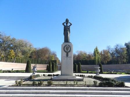 Escultura Monumento Jacinto Benavente Madrid 1