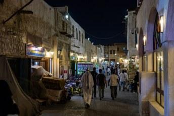 De eerste avond sjokten we door de Souq Waqif, dit deel is de vogeltjesmarkt.