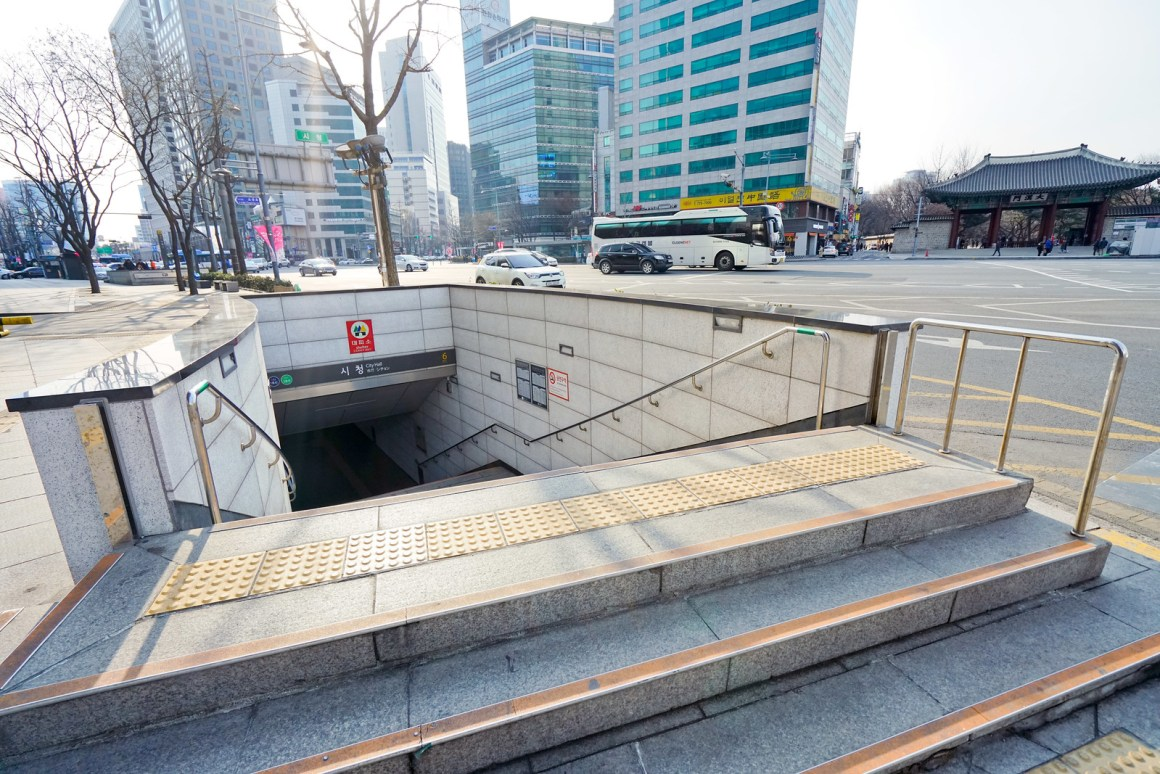 首爾廣場酒店傲途格精選 地鐵站位置在酒店樓下