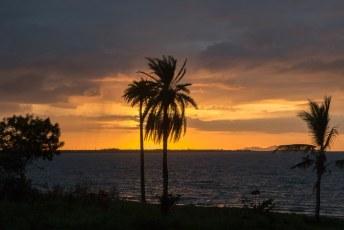 En we sluiten af met 1 van onze laatste zonsondergangen van Fiji, op Wailoaloa beach.