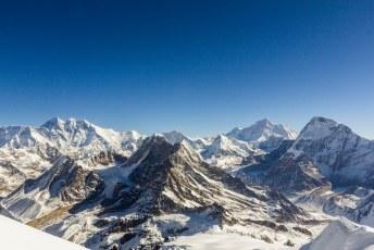 V.l.n.r. Everest, Lhotse, Peak 41, Baruntse, Peak 6770, Makalu en Chamlang.