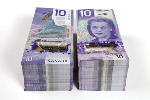 The vertical $10 bank note – stacks / Le billet vertical de 10 $ – liasses