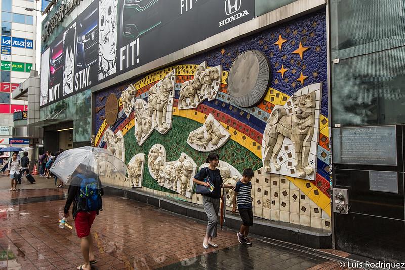 """Mural """"La familia de Hachiko"""""""