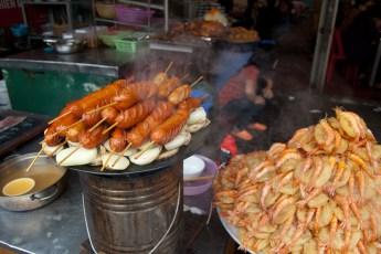 Wurst und Reiskuchen mit Krabbe