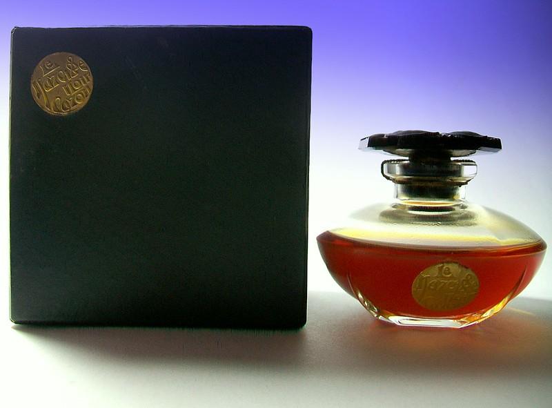 Le Narcisse Noir Perfume Presentation, Caron, 1910s