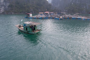 Cat Ba City - Stadtteil am Wasser