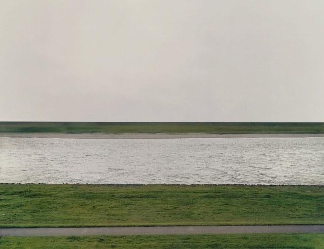 [ G ] Andreas Gursky - Rhein I (1996)