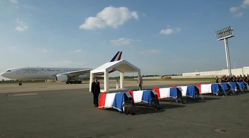 Hommage aux victimes françaises décédées lors de l'attentat de Marrakech (Maroc)