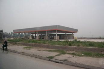 Tankstelle in Aufbau und Fahrrad
