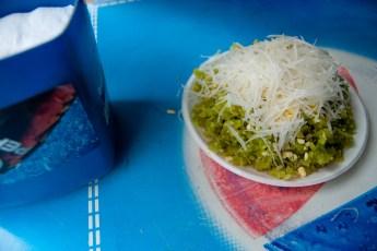 Süßer grüner Klebereis mit Kokos