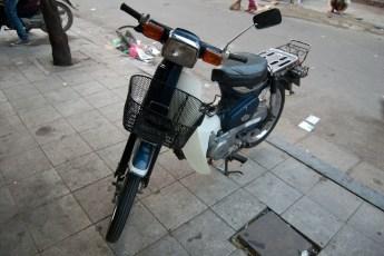 Blaue Honda Cub