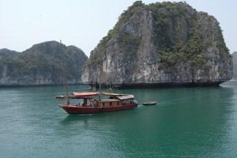 Kleine Boote ziehen vorbei