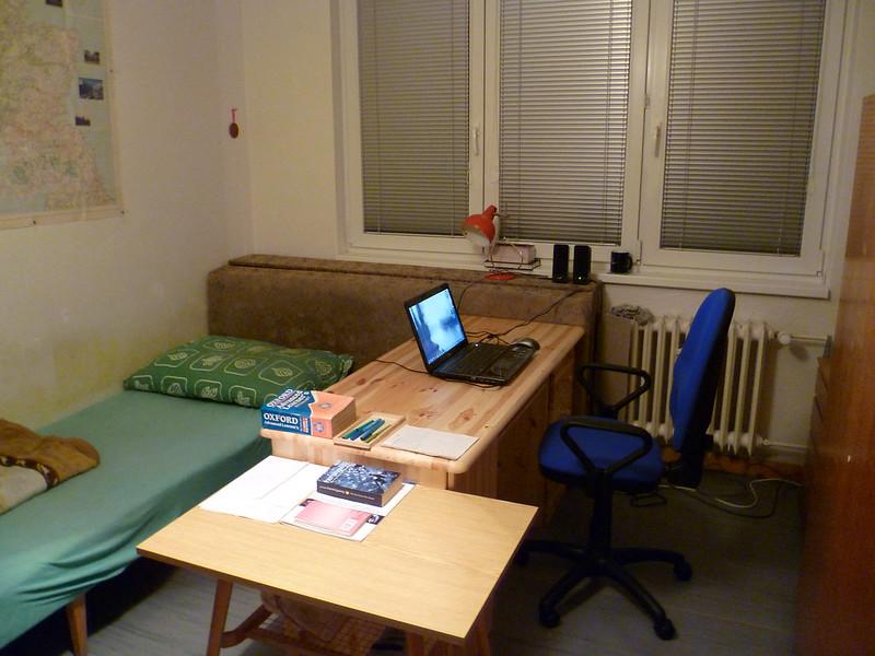 BD3-34 - Pilsen St bedsit with armchair