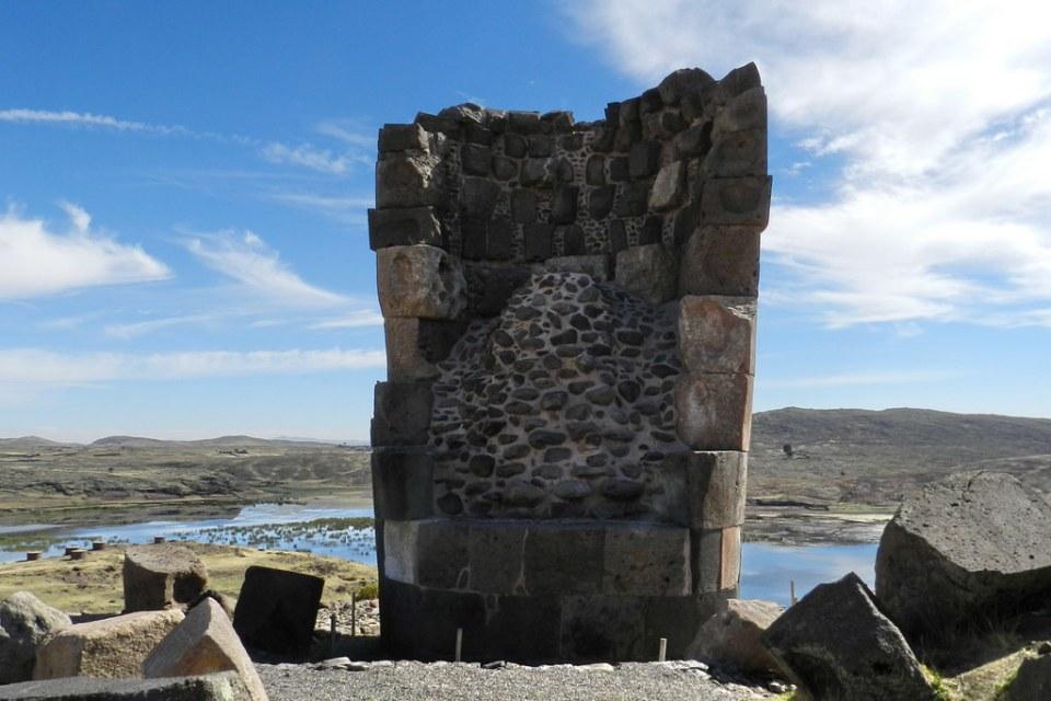 Tumba en fase de construcción Sitio Arqueologico de Sillustani Peru 05