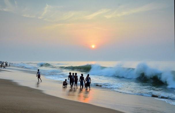 Puri beach. | Morning at Puri beach where bathers are having… | Flickr