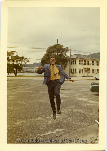 P135.032m.r.t Thomas Carey in Japan: Thomas Carey skipping in the street