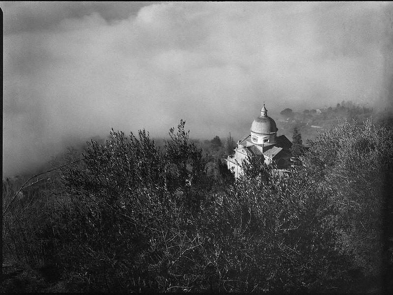 looking down, Santa Maria Nuova, Vasari dome, fog, hillside, Cortona, Tuscany, Italy, Mamiya 645 Pro, mamiya sekkor 80mm, Arista 400, Moersch Eco Film Developer, mid December 2016