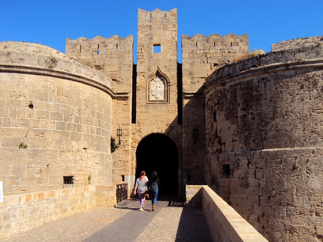 One of the entrances to the old city by bryandkeith on flickr