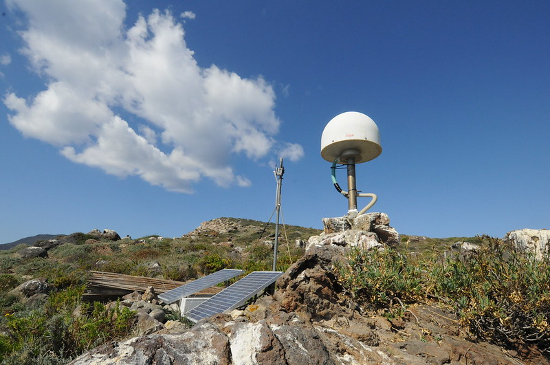 Una stazione GPS permanente alle isole Eolie / A CGPS station at the Aeolian Islands