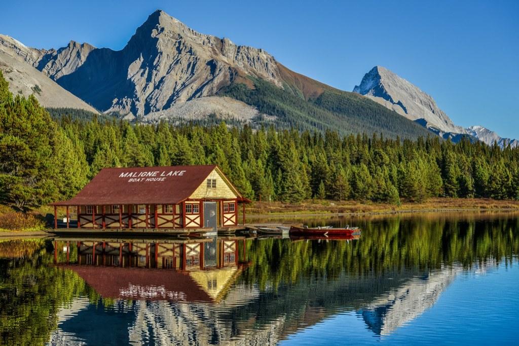 Maligne Lake in Jasper National Park (Alberta, Canada)