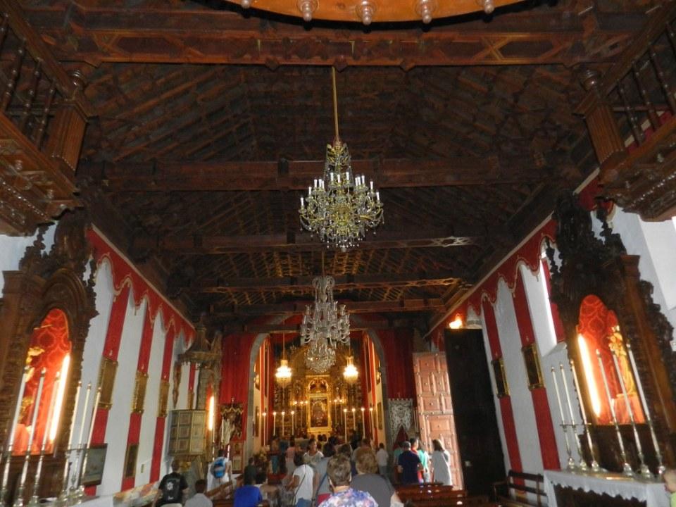 artesonado mudejar de madera y altar mayor interior Real Santuario Insular de Nuestra Señora de las Nieves Isla de La Palma 24