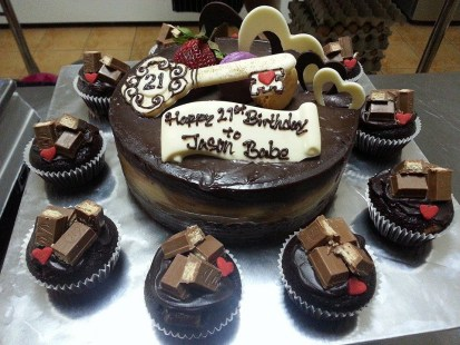 1kg chocolate indulgence + 10 kit kat cupcake