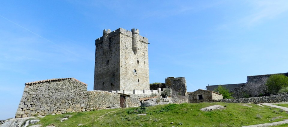 Castillo Torre del homenaje San Felices de los Gallegos Salamanca 06