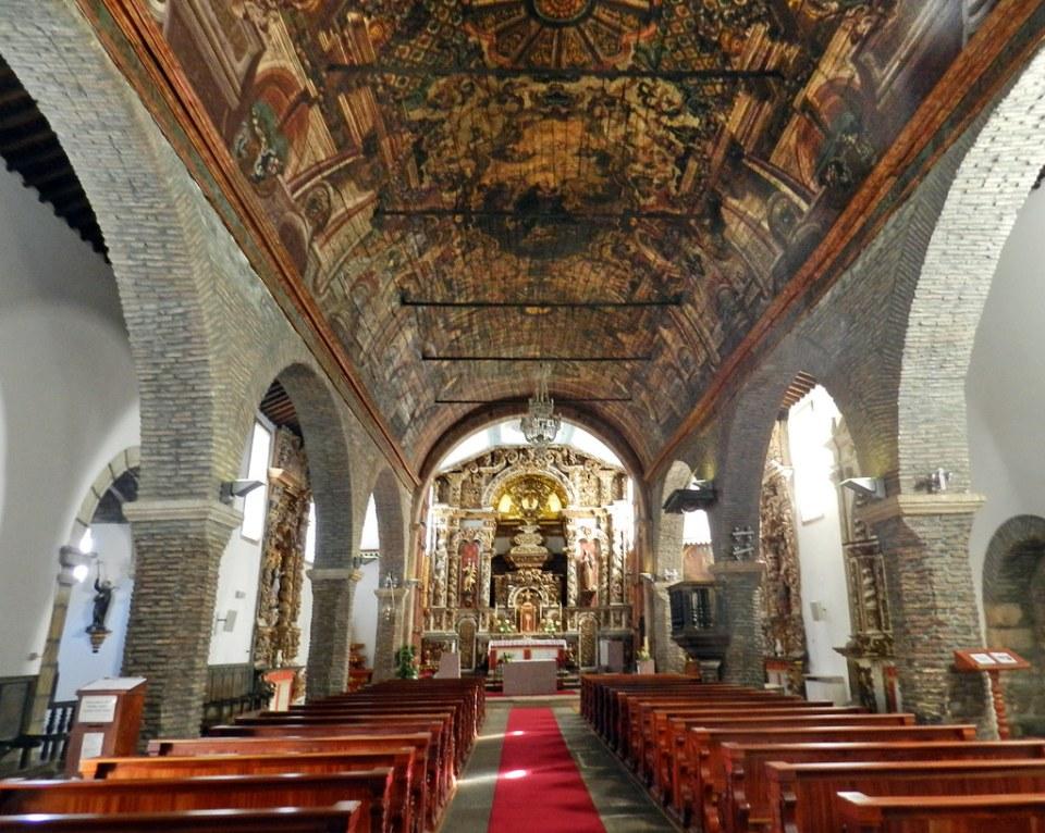 altar mayor y boveda interior Iglesia de Santa Maria o Iglesia Matriz de Braganza en Ciudadela Portugal 05