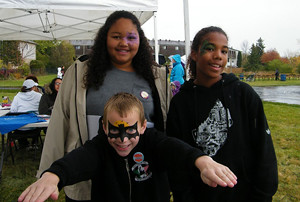 2015 06 Manitou Community Picnic face painting fun_300