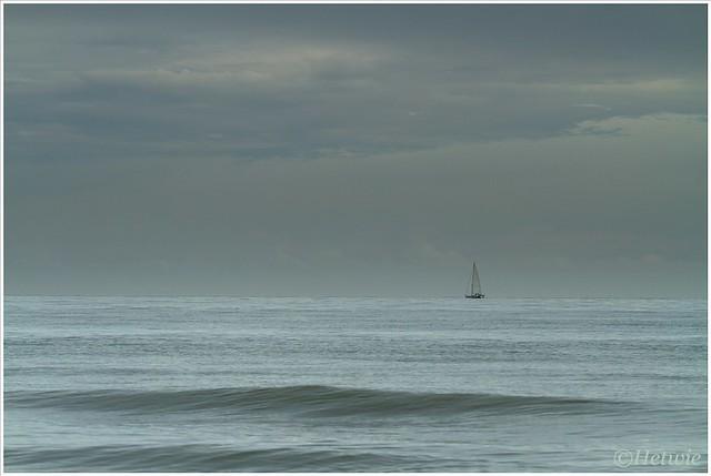 zeilboot op zee (7D031791)