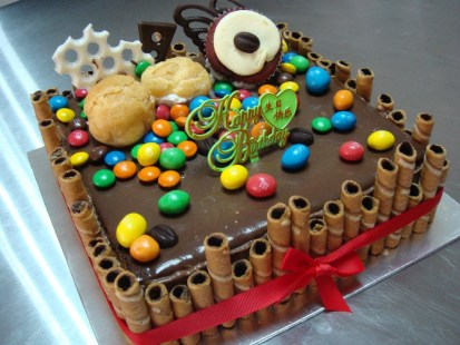 1 kg chocolate indulgence with M & M chocolate