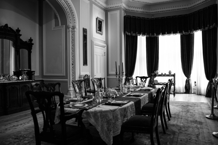 Comedor con la mesa puesta en Kylemore Abbey