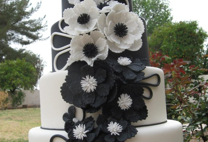 Modern Black White Wedding Cake The Leather And Lace C Flickr