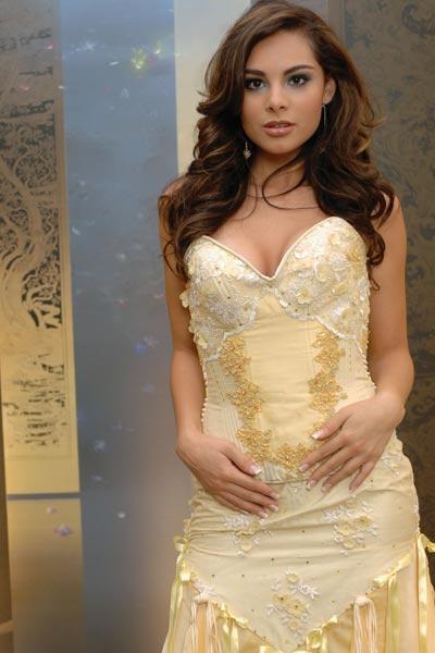 meet latina woman