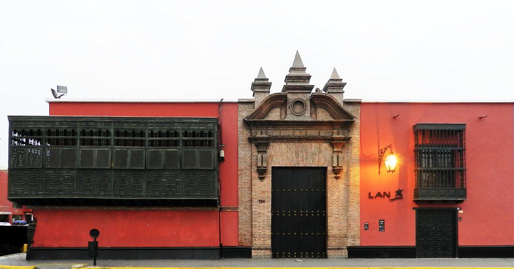 Plaza de Armas casa Jiron Almagro Trujillo en Perú 15