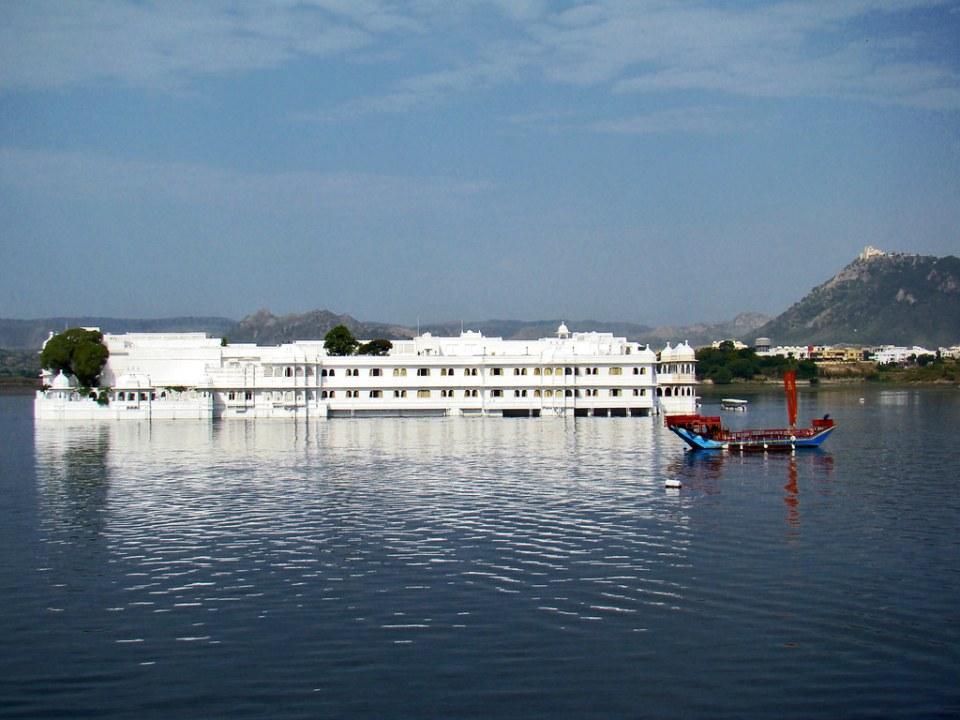 India Udaipur Palacio del Lago Jag Nivas 04