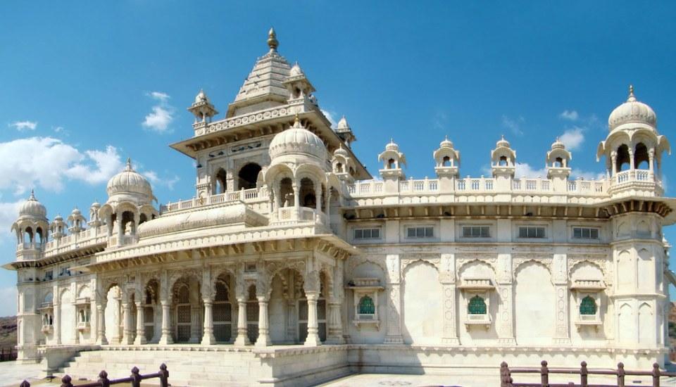 fachada principal exterior edificio Mausoleo de Jaswant Thada Jodhpur India 16