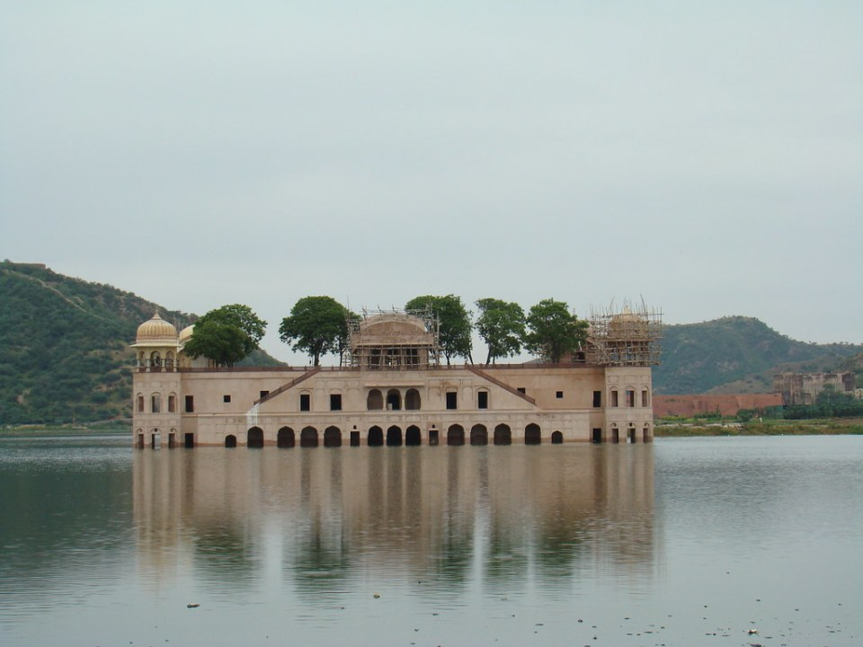 India Jaipur Palacio del Agua Jal Mahal 01