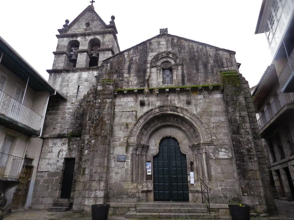 portada y torre exterior Iglesia de San Juan Ribadavia Orense 03