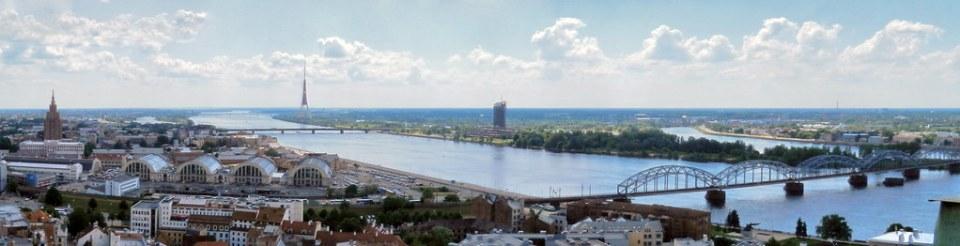 Puente del Ferrocarril y Rio Daugava vistas de Riga Letonia 01
