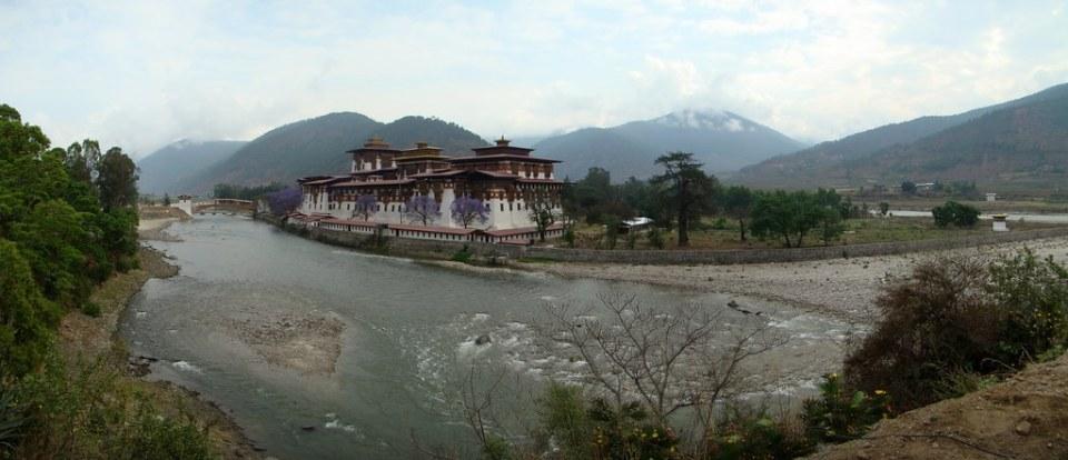 Bhutan Punakha Dzong 06 panoramica