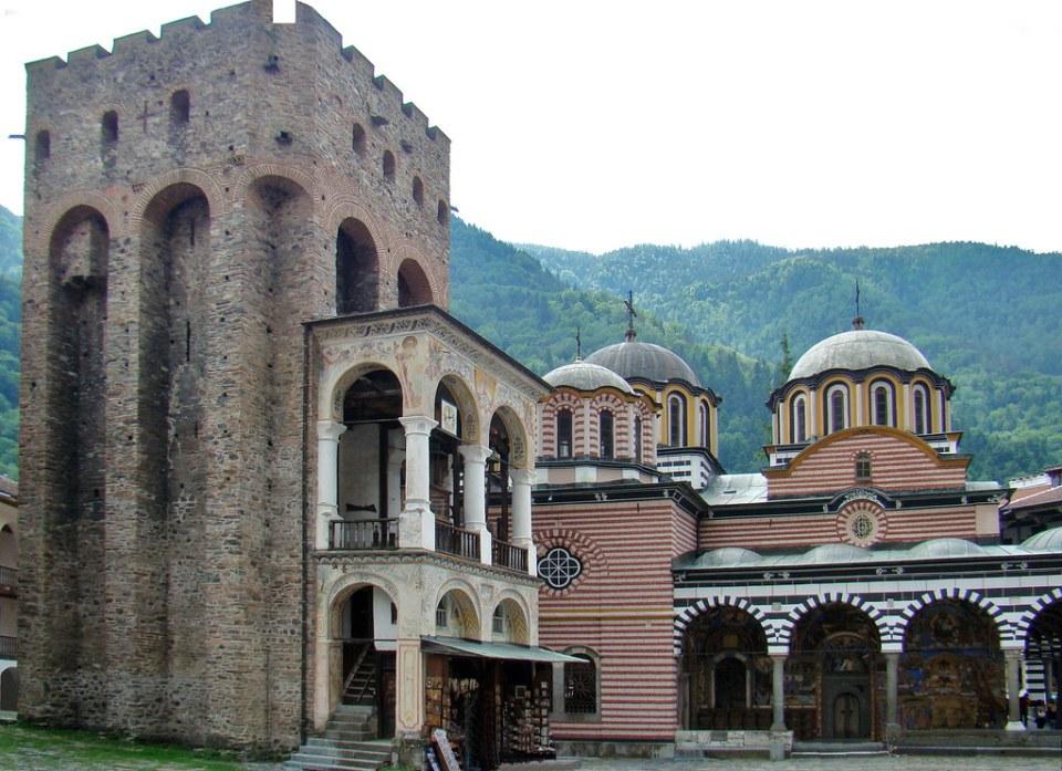 Torre Jreliyova exterior de iglesia del Monasterio de Rila Bulgaria Patrimonio de la Humanidad Unesco 07