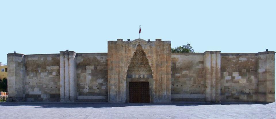 portada principal exterior caravasar selyúcida Sultan Han Sultanhani Turquía 26