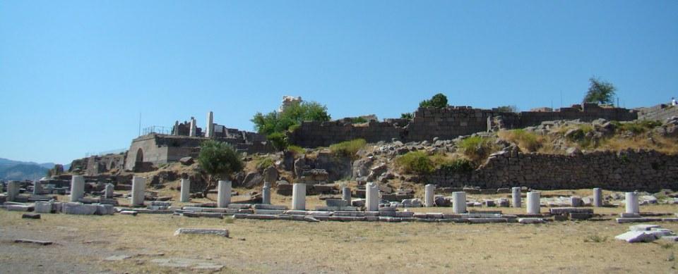 Pergamo Templo de Atenea y Muro de la Biblioteca Turquia 13