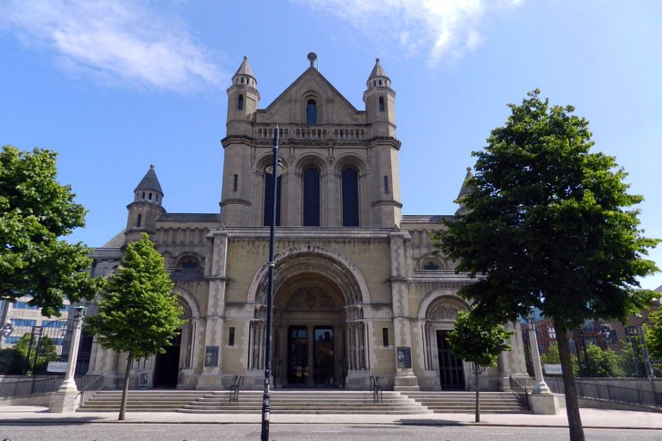 Catedral Santa Ana exterior Belfast Ulster Irlanda del Norte 01