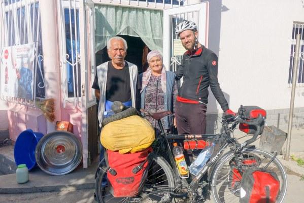 Saying goodbye to my hosts, an Uzbek family