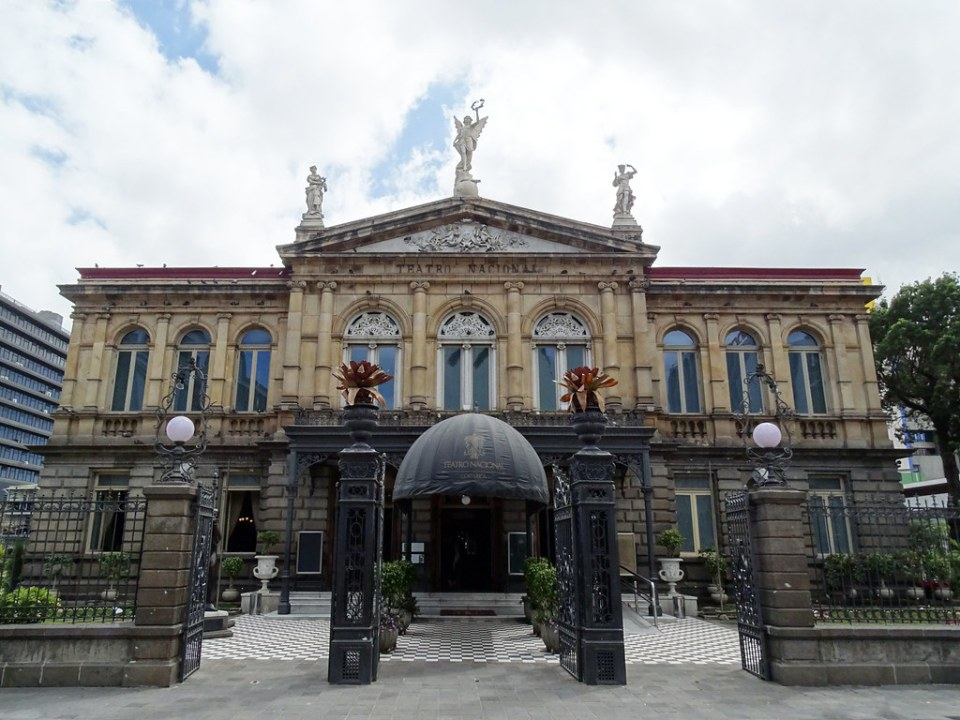San José exterior Teatro Nacional de Costa Rica 03