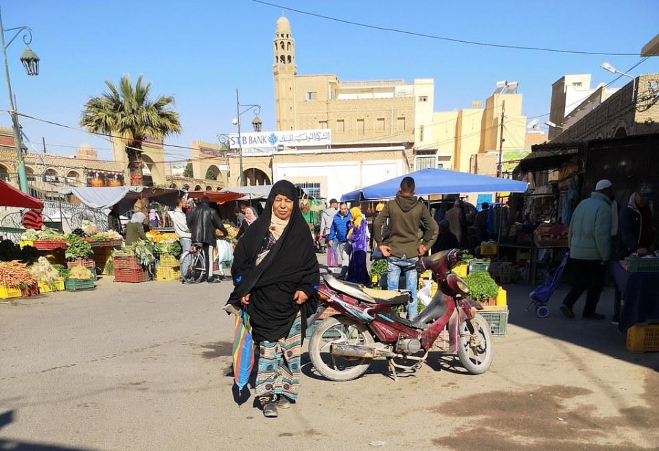 mujer bereber su gente Mezquita el Ferdous avenida Habib Bourguiba Tozeur Tunez 05