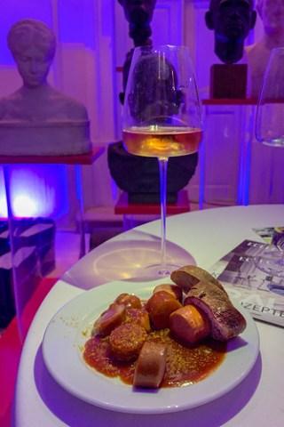 Currywurst und Champagner