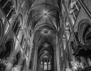 Notre-Dame-Nave.jpg